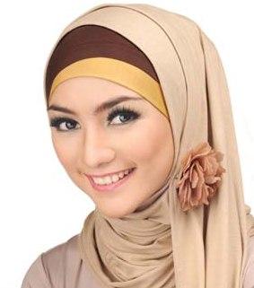 membeli jilbab di situs hijup.com