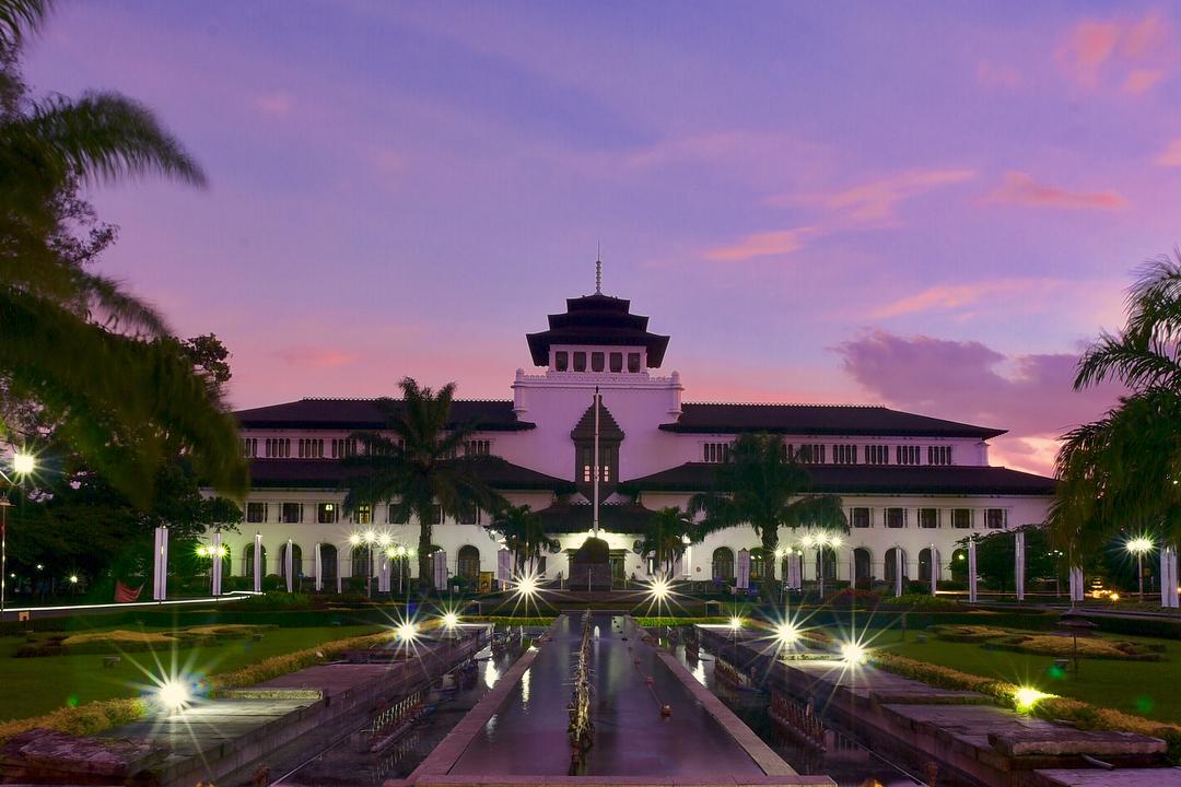 Berada di Bandung