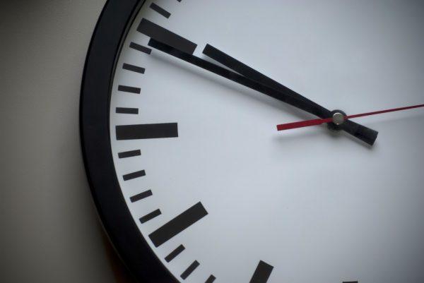 Jam Dinding Terbaik